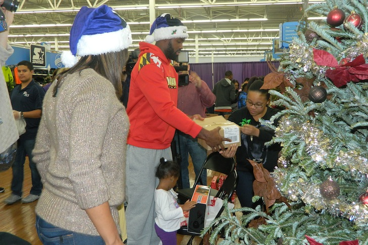 Torrey Smith Plays Santa
