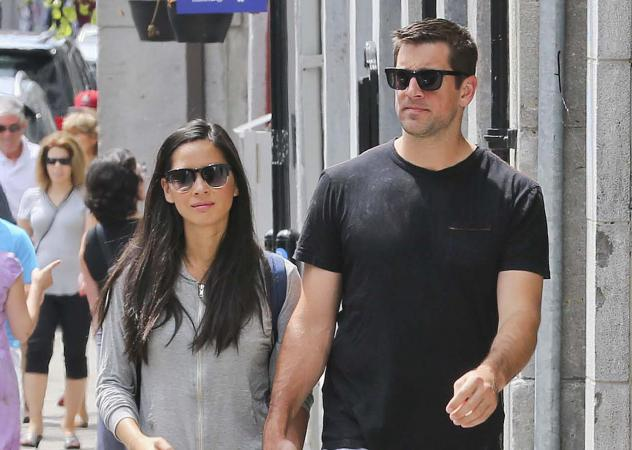 Packers QB Aaron Rodgers walking with girlfriend, actress Olivia Munn.
