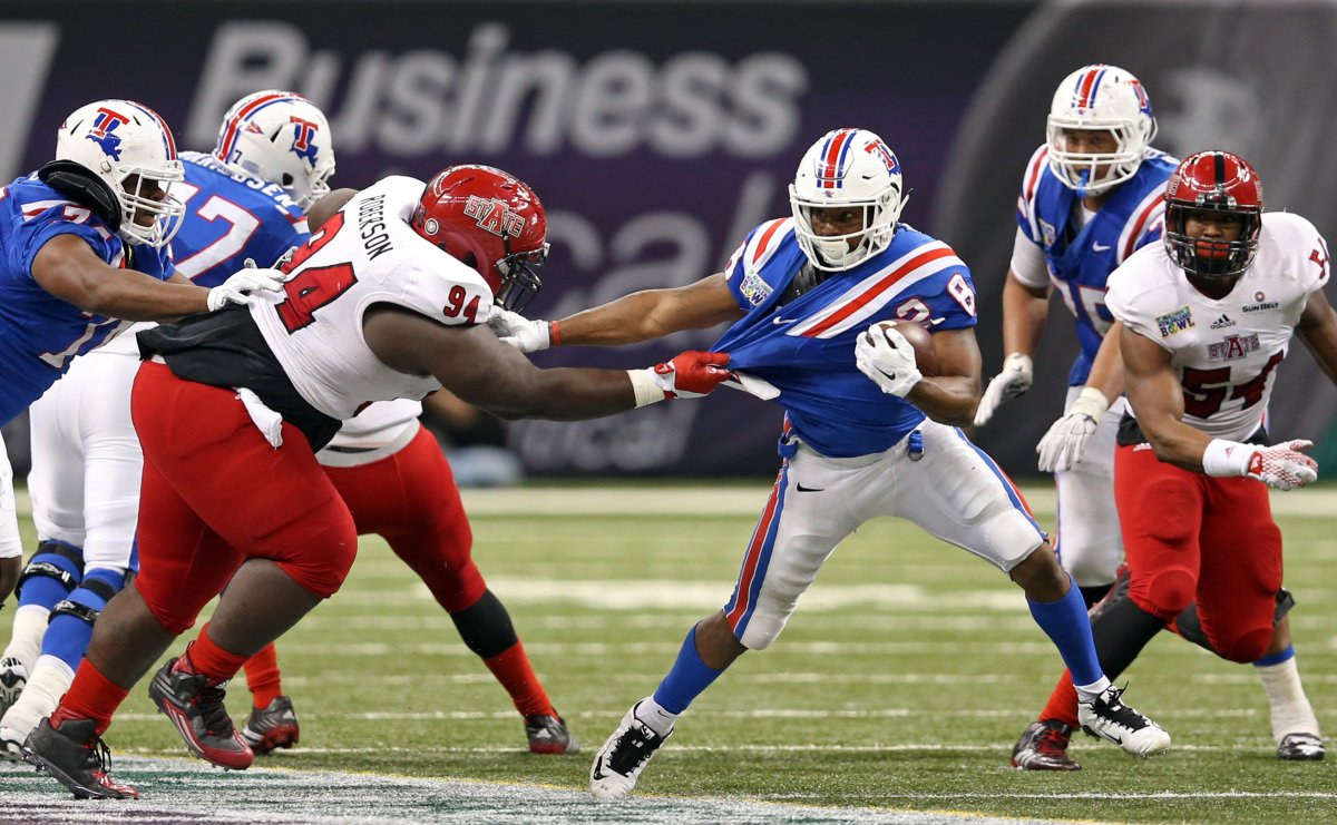 Louisiana Tech RB Kenneth Dixon, a violent runner, shows his ability to break a tackle.