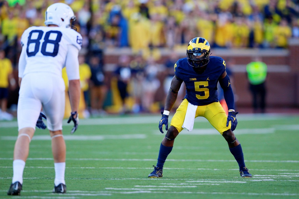 Jabrill Peppers of Michigan lines up against a Penn State WR.