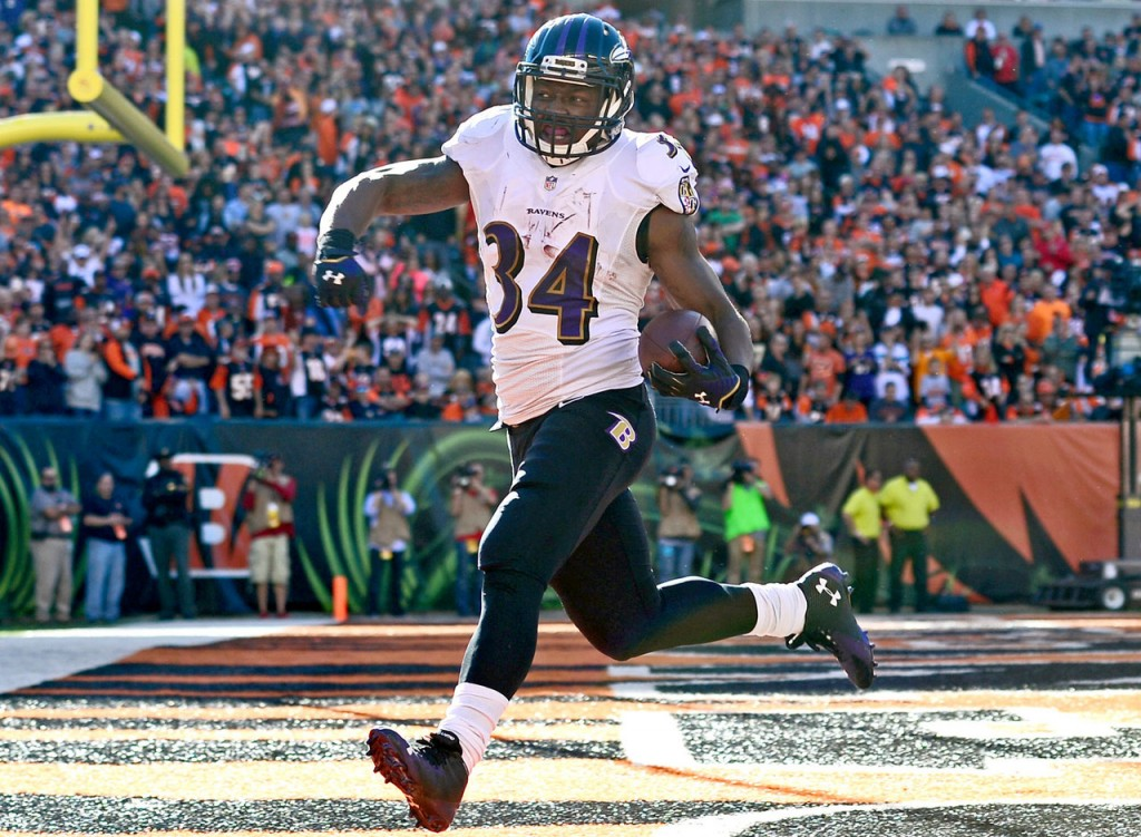 Lorenzo Taliaferro scores a touchdown vs. the Cincinnati Bengals
