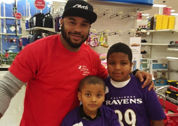 Steve Smith Hosts Ravens Holiday Helper
