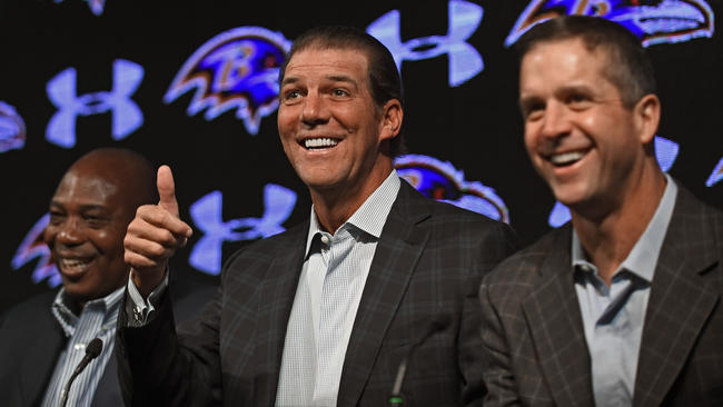 Ravens owner Steve Bisciotti gives the thumbs up in between head coach John Harbaugh and GM Ozzie Newsome.