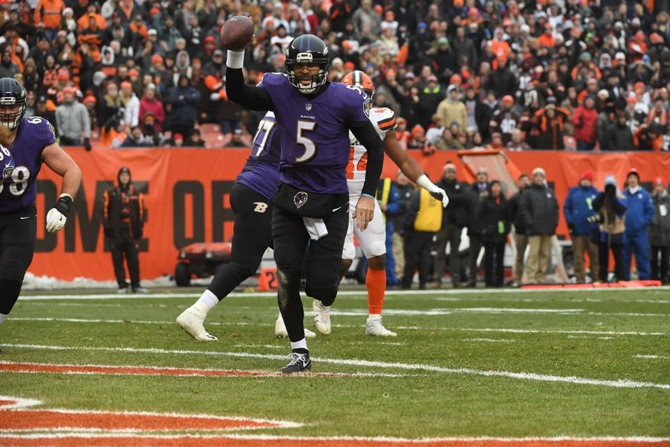 Ravens improve playoff chances