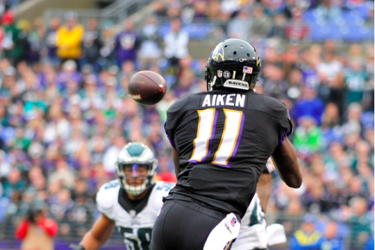 Kamar Aiken hauls in a pass against the Eagles.